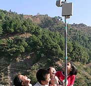 Kids playing with an Airjaldi wireless mesh antenna